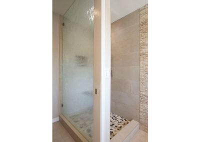 regalconceptsanddesigns_meester_bathroomremodel_after_showerwithprivacyglass