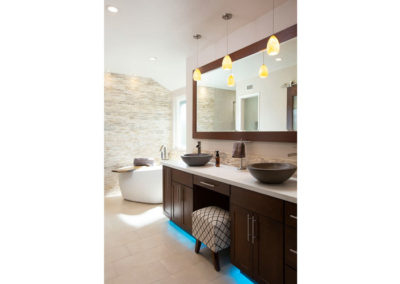 regalconceptsanddesigns_meester_bathroomremodel_after_underlighting